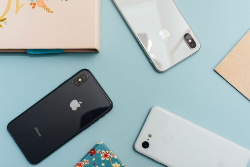 telefoons op tafel