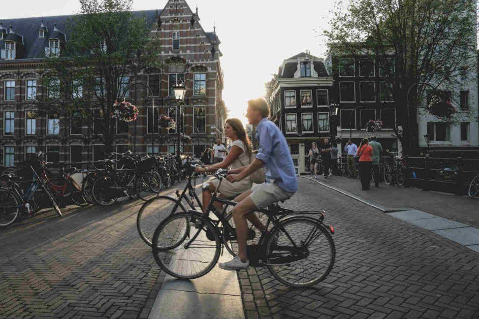 fietsen door de stad